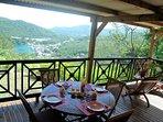 Exceptionnelle vue sur la mer et le village de Deshaies depuis Secret Lodge