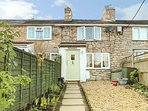 PRIMROSE COTTAGE, character, multi-fuel stove, roof terrace in Glanwydden near L