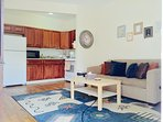 Spacious 2 bedroom flat close to subway, Free Cable/WiFi, Fully furnished