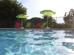 La piscine du gite, place à la détente sous le soleil du Quercy.
