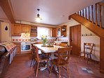 Beautiful, fully equipped oak kitchen including dishwasher & microwave