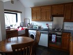 Swallows Cottage - fully equipped kitchen