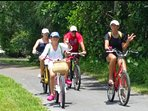 10 minute bike to beach!  Sanibel has 32 miles of bike paths.  Sand Castle Rd has 20mph speed limit.
