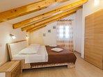 H(11): bedroom