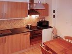 Ampia zona cucina, con zona pranzo comoda per 4 persone