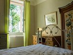 Stylish, luxurious double for couples in 18th C Mansion.  Garden view. Desk & wardrobe included.