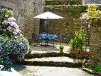 Maison du Four' s sunny courtyard