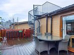 21 THIRLMERE, hot tub, roof terrace, on-site facilities with pool, near Troutbec