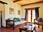 Steenbok Self Catering Cottage - Lounge