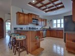 Fully equipped kitchen with service for 6, including a blender to make tropical drinks.