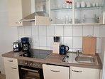 Neue Einbauküche mit allen wichtigen Elektrogeräten (Ceranfeld, Backofen, Spülmaschine,Dunstabzug)