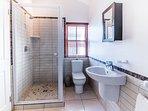 Double en-suite full bathroom