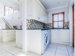 Fully-equipped scullery with dishwasher and washing machine