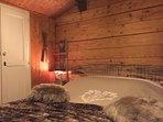 Chambre 'Le Refuge' Chalet privé Le Perce Neige avec Tv et balcon vue sur le Lac Léman.