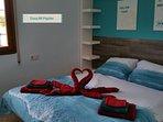 Slpk 2 : 2 pers.bed : 1.60 met elektr. verstelbaar hoofd- en voeteinde.  Airco + plafondventilator