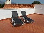 Ruim zonneterras op de slaapkamerblok met zich op zee en de skyline van Benidorm