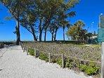 mare avena e percorsi di linea erbe della spiaggia tabelle vista golfo da picnic e la nostra spiaggia privata di sabbia...