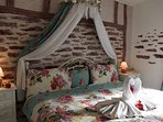 Romantic bedroom 2