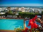 Panorama piscine, spiaggia, mare