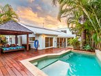Honu Wai - Beachside Tropical Retreat with Pool and WiFi