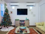 Unit A  DS Living Area with 55' Flat Screen ROKU Internet TV  with APPS...Just bring your log ins.