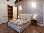 bedroom n.2, 'Leonardo': sleeps 4 (1 queen + 2 single beds, or 1 queen bed)