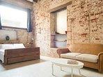 hermosa alcoba principal , con sala interior aire acondicionando y baño propio