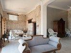 hermosos espacios interiores, llenos de historia y comodidad