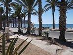 Vue panoramique sur la baie de LA AZOHIA, promenade au bord de mer, sur km avec restaurant et bars.