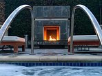 Outdoor Jacuzzi & Fireplace