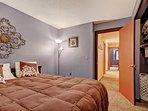 Queen spacious bedroom