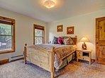 Another cozy Queen Bedroom - Upper Level