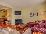 SkyRun Property - 'Kingdom Park Retreat' - Charming living room with gas fireplace and TV