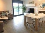 Amplio salon-comedor, tv 48', mesa ampliable, wifi, video juego wii y dos cómodos sofás