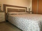 Habitación con la posibilidad de dos camas de 90 o  con una de 180, con ventilador de techo