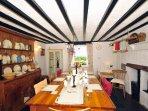 Caernarfan holiday cottage dining room