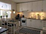 Kitchen: coffee mashine, microvawe, oven etc
