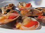 piatti tipici che su richiesta possiamo preparare frutti di mare crudi