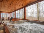 3BR Timber Style Cabin, Hot Tub, Foosball, Pool Table, Leather Furniture