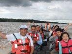 una de nuestras embarcaciones exclusivas para navegar el amazonas con mayor segurirdad.