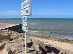 Piste cyclable, digue piétonne au pied de la résidence accès direct superbe plage Juno Beach