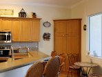 Breakfast Bar and Kitchenette