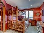 14-Highland-Lodge-308_bunk-room.jpg
