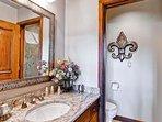 14-EastWestResorts_HS509_Bathroom.jpg