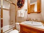 21-Villa-Montane-115-Bath-A1.jpg