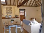 Beautiful rural location, near the cost and the historic town of Rye . Wonderful cosy  wood burner.