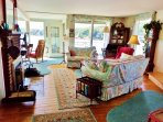Seanook's livingroom in summer, your vacation home in East Boothbay, Maine.