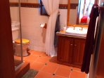 Double unit:  Bathroom with shower, basin, toilet and bathroom amenities