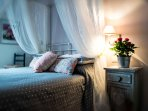 'Rosa' room, very comfortable and romantic vith view of Rome and the sea in front of you