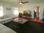 Large Family Room ~ 48' LED HDTV ~ High Speed Wi-Fi ~ HBO, Showtime, Cinemax